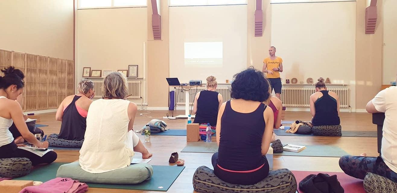 info yoga opleiding